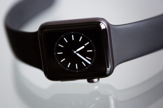 apple-apple-watch-2-black-chrome-437037.jpg